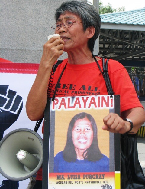 Selda secretary-general, Angie Ipong, back in July, demanding the release of all political prisoners during a speech in front of Camp Crane (photo by Ronalyn V. Olea/Bulatlat).