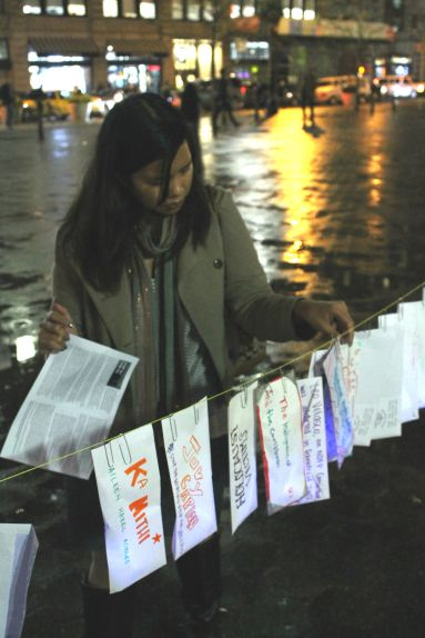 A member of Filipinas for Rights and Empowerment (FiRE) pinning the names of those who have been assassinated during the two-year tenure of President Aquino (photo courtesy of NYCHRP).