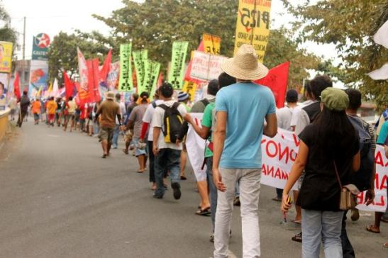 Farmers and workers participating in the Lakbayan from Southern Tagalog to the National Capital Region (photo by Southern Tagalog Exposure courtesy of Bulatlat).