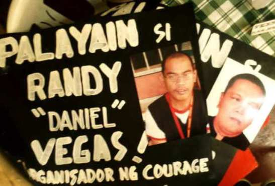 Placards calling for the release of Randy Vegas and Raul Camposano (photo by Darius Galang/ Pinoyweekly.org)