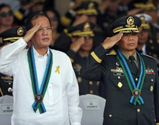President Aquino with previous AFP chief, Lieutenant General Ricardo David (photo courtesy of AllVoices.com).