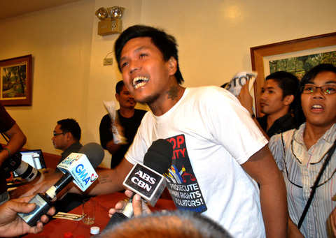 Members of Anakbayan confronting Akbayan congressman Walden Bello back in 2012 due to Bello's red baiting of Anakbayan (photo by Macky Macaspac/Pinoy Weekly).