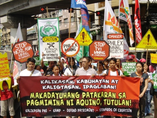 Filipinos protesting unsafe and large scale mining at Mendiola Bridge back in November of 2011 (photo by Marya Salamat/Bulatlat).
