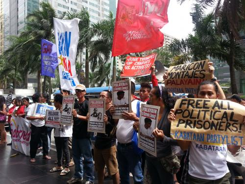 Protesters and human rights campaigners calling on the Philippine government to release all political prisoners and peace talk consultants in a recent protest (photo courtesy of Karapatan).