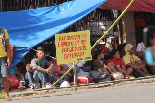 Peasants from the typhoon Pablo affected regions in Southern Mindanao protesting corruption and aid distribution policies at the DSWD offices in Davao in February (photo courtesy of Kilab Multimedia).