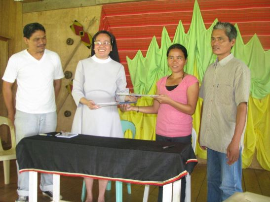 Jalandoni Campos, Chairperson of MAPASU Organization (right) with Mayor Leo Navarro of Marihatag, Sr. Mary Thomas Prado, OSB, President of Saint Scholasticas College Manila and Marife Magbanua, Executive Director of ALCADEV during a MOA signing last November 12, 2011 (photo courtesy of Kodao Productions).
