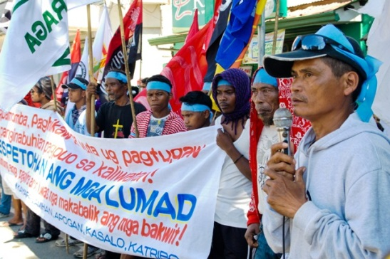 Indigenous Lumads protesting for the release of Jalandoni Campos (photo courtesy of Bulatlat).
