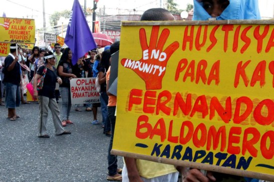 Filipinos protesters last December protesting the killing and torture of Filipinos by the Philippine government (photo by Sine Panayanon courtesy of Arkibong Bayan).