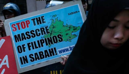 Filipinos from the migrant rights organization, Migrante, protesting the Malaysian security crackdown on Filipinos in Sabah (photo courtesy of NPPA Images).