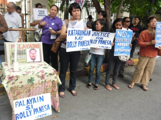 Church workers and church leaders outside of the Court of Appeals in January demanding the release of Rolly Panesa (photo courtesy of SELDA).