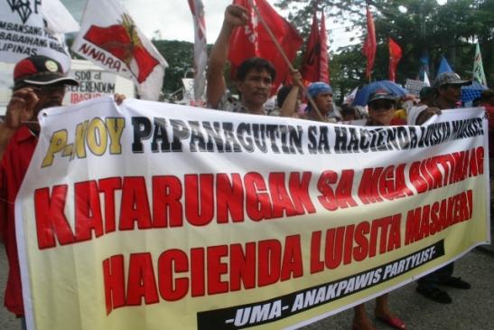 Peasants from Hacienda Luisita in November of 2011 commemorating the seven year anniversary of the Hacienda Luisita massacre (photo by by Janess Ann J. Ellao/Bulatlat).