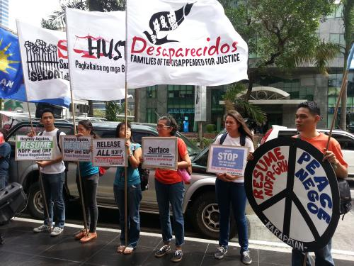 Filipinos from various human rights organizations calling on the government to resume peace talks with  the NDFP back in February (photo courtesy of Karapatan).