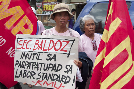 Workers of KMU denouncing the arival of DOLE secretary Baldoz in Davao back in September of 2011 (photo by Karlos Manlupig/Pinoy Weekly).