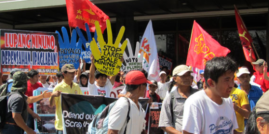 Indigenous groups from Northern Luzon, in March 2012, protesting against mining corporations in Manila (photo courtesy of Bulatlat).