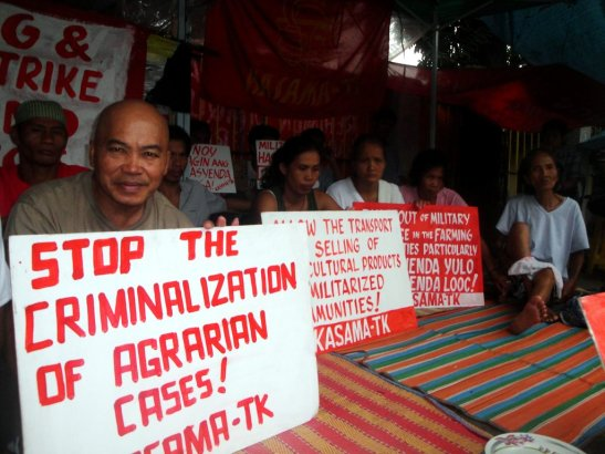 Peasant members of the KMP organization, KASAMA-TK, during a protest in Hacienda Yulo in 2010 which also suffered from AFP and PNP militarization (photo courtesy of Arkibong Bayan).
