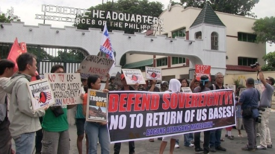 Protesters outside of the headquarters of the AFP calling on the government to not allow more US troops in the Philippines (photo by Carmela Fonbuena/Rappler).