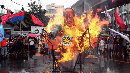 An effigy of president Noynoy Aquino is burned in Manila for International Human Rights Day (photo courtesy of Karapatan).